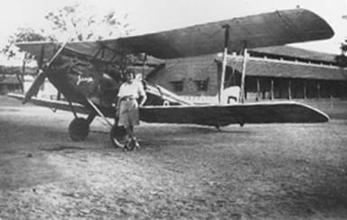 Amy Johnson and Jason, a DH.60G Gipsy Moth, in Jhansi, India in 1930