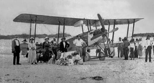 Avro 548 Biplane in Social Mode (1922)