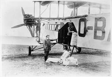 Handley Page W.8b of Sabena Transferring Cargo (Circa 1924)