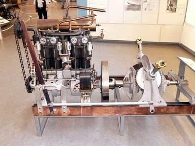 One of LZ 1's Daimler NL-1 engines, in the Deutsches Museum, Munich