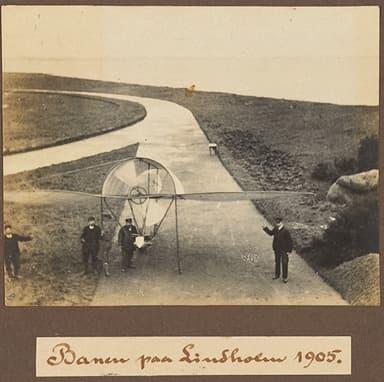 Runway and Aircraft at Lindholm (1905)