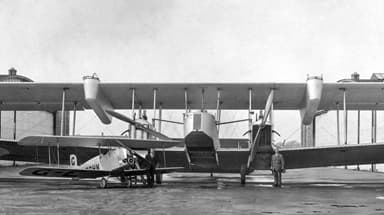 Vickers Virginia I with 'Fighting Tops' in 1923 (Vickers Viget in Foreground)