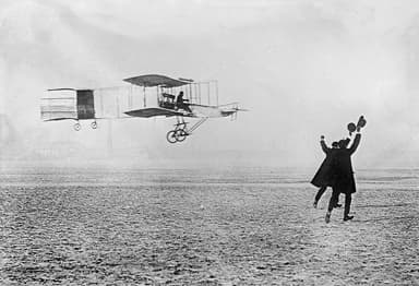 Voisin-Farman 1 Completing the First Closed-Circuit Flight in Europe (1907)